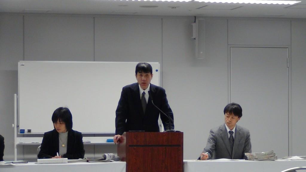 2014年1月29日、東電会見にて筆者の質問に答える今泉氏(撮影:おしどりケン)